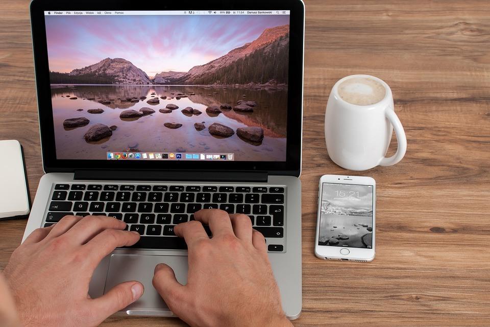 kantoor en laptop